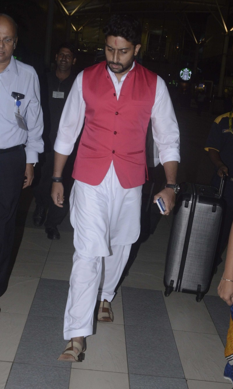 Farhan Akhtar,Abhishek Bachchan,Farhan Akhtar snapped at airport,Abhishek Bachchan snapped at airport,Farhan Akhtar and Abhishek Bachchan snapped at airport,celebs snapped at airport
