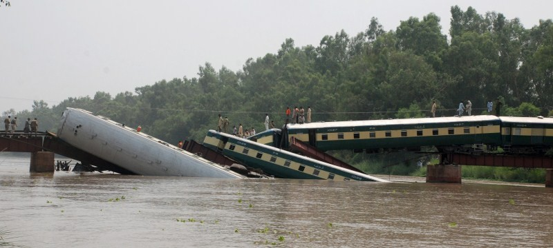 Gujranwala Train Accident,Train Accident,Train Accident in Gujranwala,Pakistan army,canal near Gujranwala,Gujranwala train crash,train crash