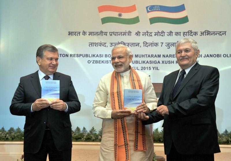 Narendra Modi,Uzbek-Hindi dictionary,Uzbek-Hindi dictionary in Tashkent,PM Narendra Modi,Uzbekistan,Shri Narendra Modi,Shavkat Miromonovich Mirziyoyev,Prime Minister of Uzbekistan