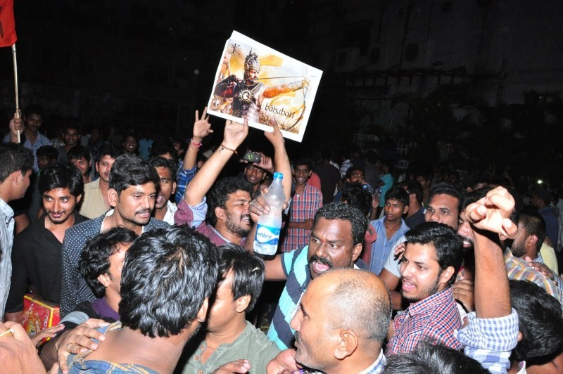 Bahubali,Bahubali First Day First Show,Bahubali First Day First Show Hungama,telugu movie Bahubali,Bahubali fans celebration,Bahubali celebration