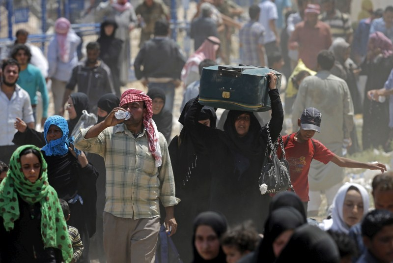 Syrian refugees cross Four Million Mark,Syrian refugees,Syria Regional Refugee,Over 4 million refugees,4 Million Refugees Have Fled Syria,Syrian Refugees,Syria Refugee Crisis,Akcakale border,Akcakale border gate