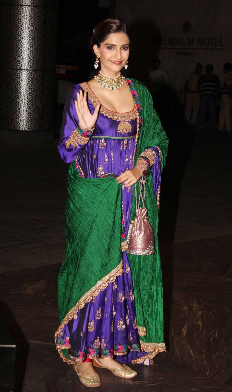 Sonam Kapoor at Shahid Kapoor Wedding Reception,Sonam Kapoor,actress Sonam Kapoor,Shahid Kapoor Wedding Reception,Shahid Kapoor Wedding Reception pics,Shahid Kapoor Wedding Reception images,Shahid Kapoor Wedding Reception photos,Shahid Kapoor Wedding Rece