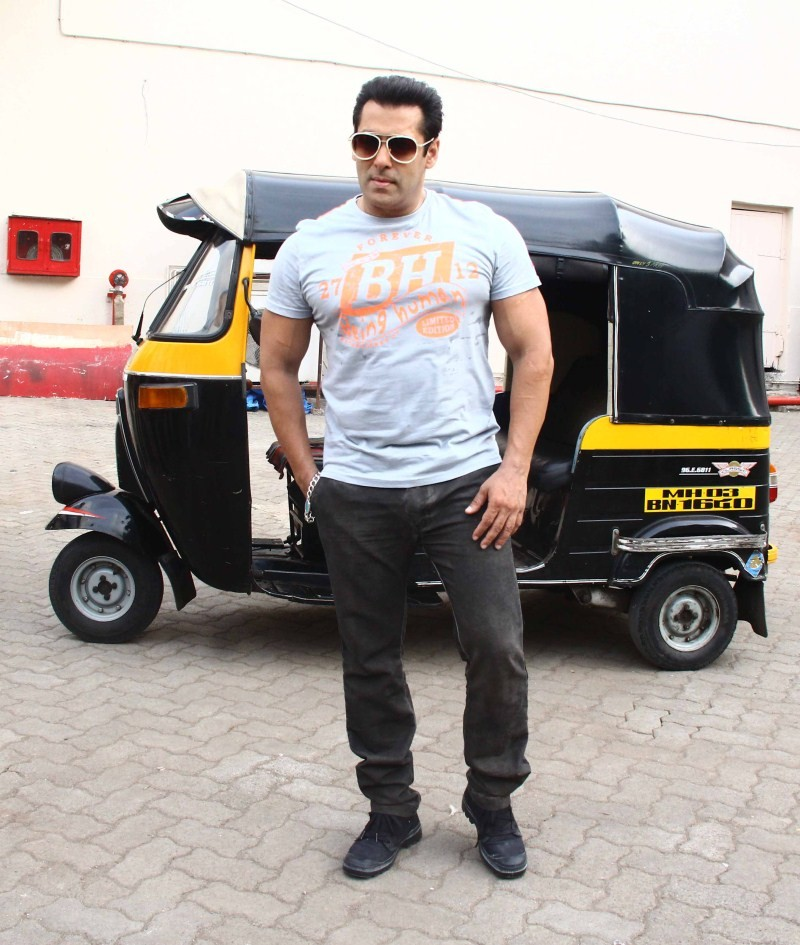 Salman Khan snapped at Mehboob Studio,Salman Khan,actor Salman Khan,Salman Khan at Mehboob Studio,Salman Khan latest pics,Salman Khan latest images,Salman Khan latest photos,Salman Khan latest pictures,Salman Khan latest stills