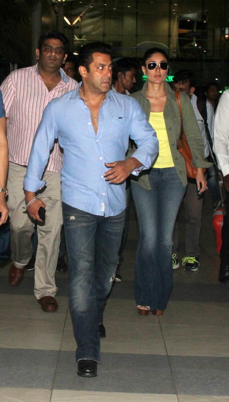 Salman Khan,Kareena Kapoor,Salman Khan and Kareena Kapoor,Bajrangi Bhaijaan,Salman Khan and Kareena Kapoor spotted at Mumbai Airport,Salman Khan spotted at Mumbai Airport,Kareena Kapoor spotted at Mumbai Airport
