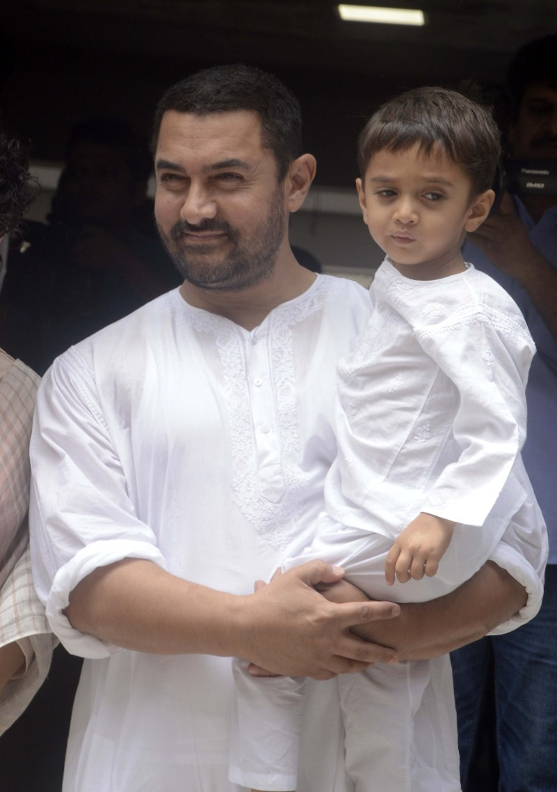 Aamir Khan and Imran Khan celebrates Eid-al-Fitr,Aamir Khan celebrates Eid-al-Fitr,Imran Khan celebrates Eid-al-Fitr,Eid-al-Fitr,Eid-al-Fitr celebration,celebs celebtare Eid-al-Fitr,Eid-al-Fitr celebrations pics,Eid-al-Fitr celebrations images,Eid-al-Fitr