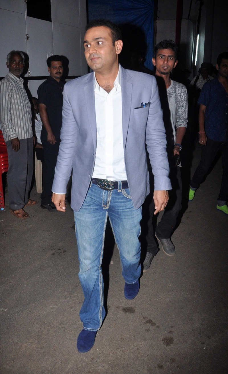 Sonakshi Sinha,Virender Sehwag,Sonakshi Sinha snapped on the sets of Indian Idol Junior,Virender Sehwag snapped on the sets of Indian Idol Junior,Indian Idol Junior,Indian Idol Junior on the sets,Sonakshi Sinha latest pics,Sonakshi Sinha latest images,Son