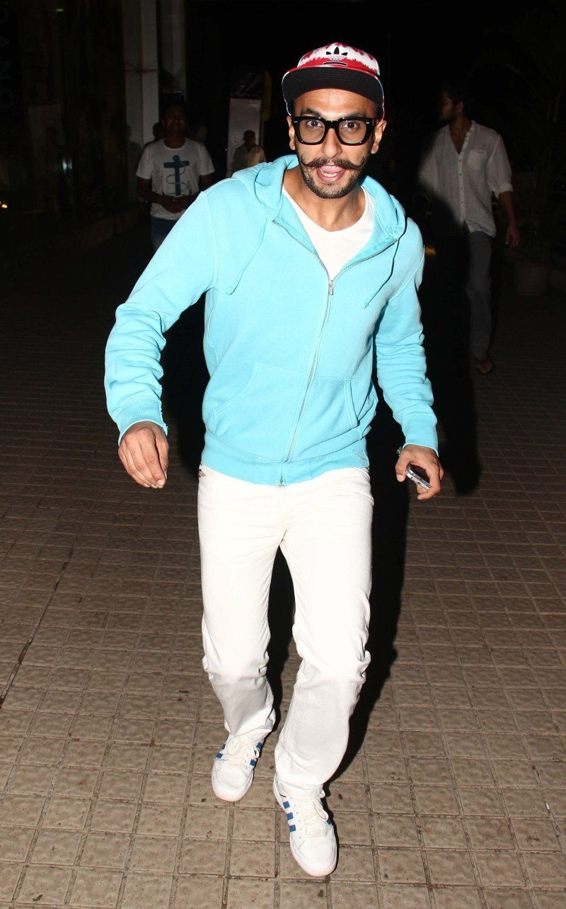 Ranveer Singh,Ranveer Singh snapped at PVR Juhu for BAHUBALI Movie,Ranveer Singh watched BAHUBALI,bahubali,BAHUBALI special screening,Ranveer Singh latest pics,Ranveer Singh latest images,Ranveer Singh latest photos,Ranveer Singh latest stills,Ranveer Sin