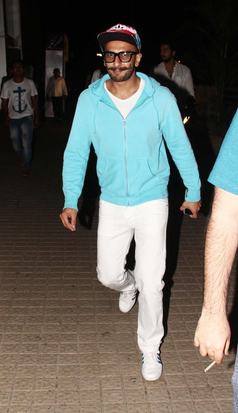 Ranveer Singh,Ranveer Singh snapped at PVR Juhu for BAHUBALI Movie,Ranveer Singh watched BAHUBALI,bahubali,BAHUBALI special screening,Ranveer Singh latest pics,Ranveer Singh latest images,Ranveer Singh latest photos,Ranveer Singh latest stills,Ranveer Sin