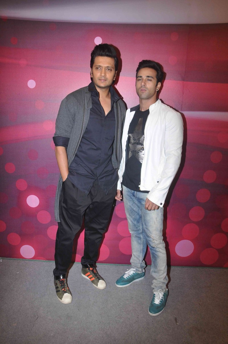 Ritesh Deshmukh and Pulkit Samrat promotes Bangistaan on the sets of The Voice india,Bangistaan on the sets of The Voice india,The Voice india,Bangistaan movie promotion,Bangistaan,Ritesh Deshmukh and Pulkit Samrat,Ritesh Deshmukh,Pulkit Samrat