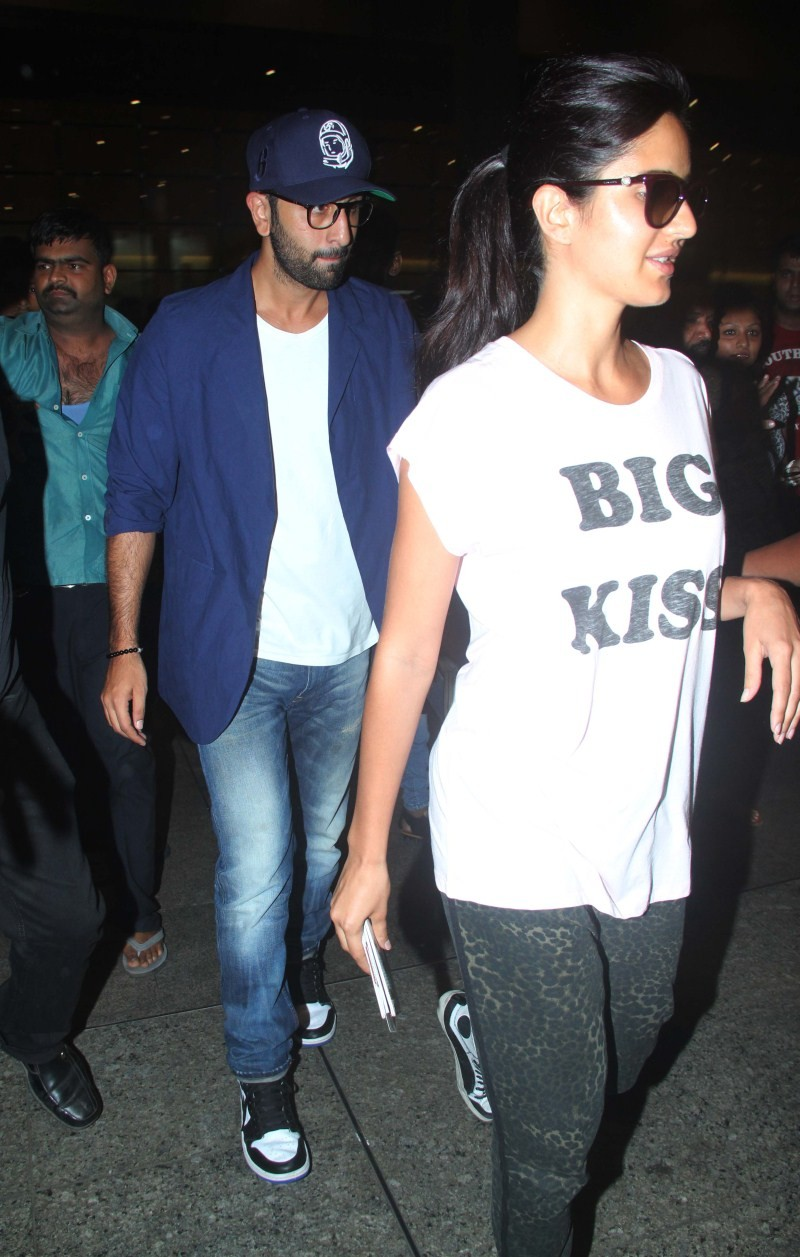 Ranbir Kapoor and Katrina Kaif spotted Mumbai Airport,Ranbir Kapoor spotted Mumbai Airport,Katrina Kaif spotted Mumbai Airport,Ranbir Kapoor and Katrina Kaif,Ranbir Kapoor,Katrina Kaif,Katrina Kaif latest pics,Katrina Kaif latest images,Katrina Kaif lates