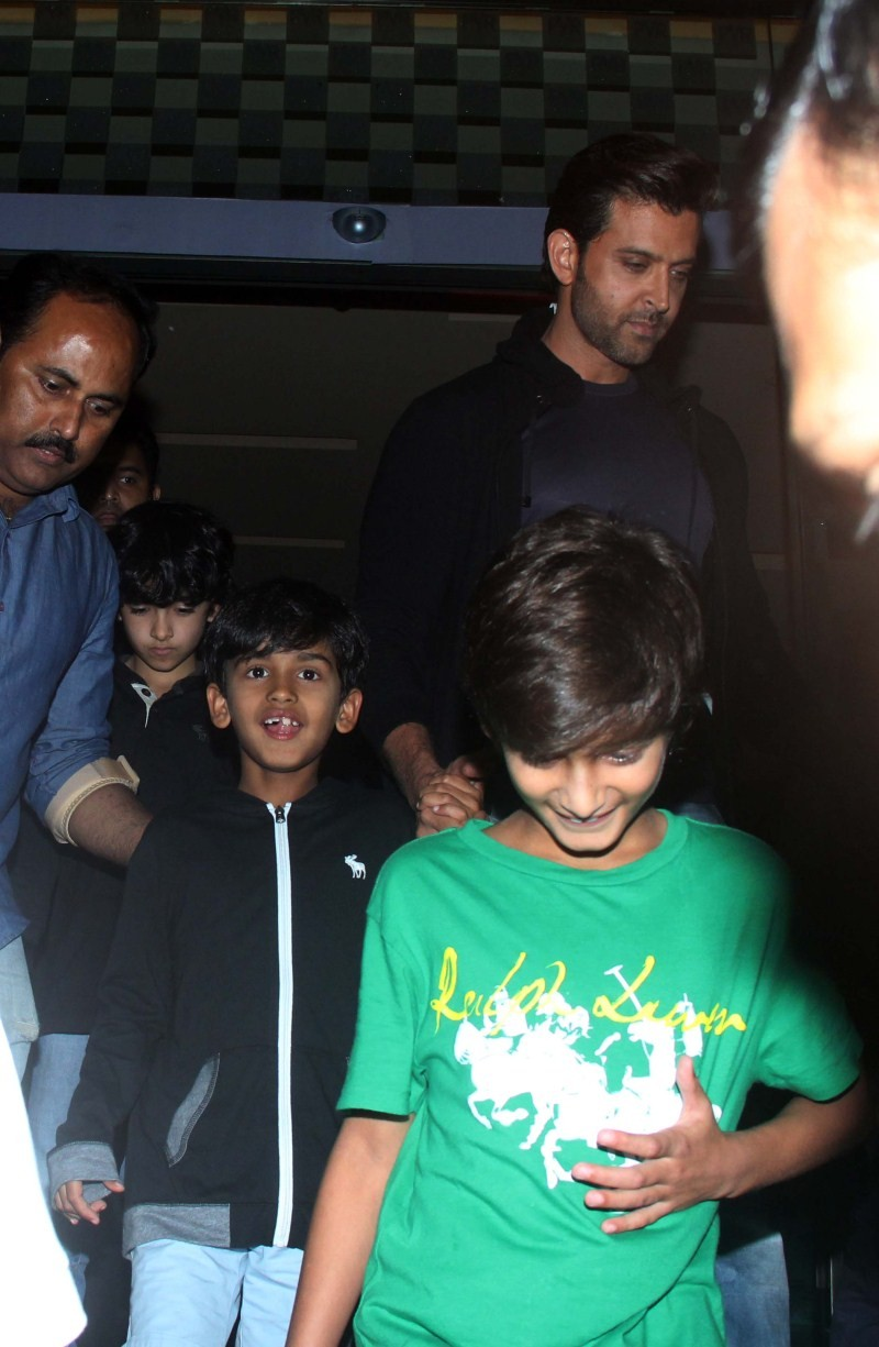 Hrithik Roshan snapped with his kids at PVR,Hrithik Roshan snapped with his kids,Hrithik Roshan with his kids,Hrithik Roshan,actor Hrithik Roshan,Hrithik Roshan latest pics,Hrithik Roshan latest images,Hrithik Roshan latest photos,Hrithik Roshan latest st