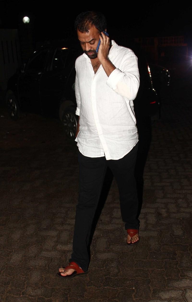 Shahid Kapoor and Mira Rajput's movie date Newlyweds watch Baahubali,Shahid Kapoor and Mira Rajput,Shahid Kapoor and Mira Rajput new pics,Shahid Kapoor and Mira Rajput latest pics,Shahid Kapoor with his wife Mira Rajput,Shahid Kapoor,Mira Rajput,Baahubali