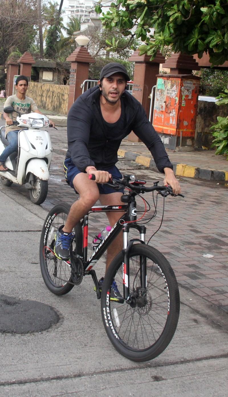 Ritesh Sidhwani,Ritesh Sidhwani Snapped Cycling at Bandra,Ritesh Sidhwani Snapped Cycling,Ritesh Sidhwani Cycling at Bandra,Ritesh Sidhwani Cycling,Ritesh Sidhwani latest pics,Ritesh Sidhwani latest images,Ritesh Sidhwani latest photos,Ritesh Sidhwani lat