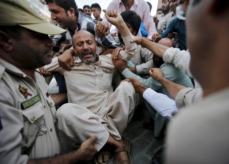 Yakub Memon,Yakub Memon Supporters Protest in Srinagar,Yakub Memon was hanged,Yakub Memon hanged,Mumbai bomb plotter,Yakub Memon's hanging,Awami Ittihad Party,Yakub Memon house,Yakub Memon residence