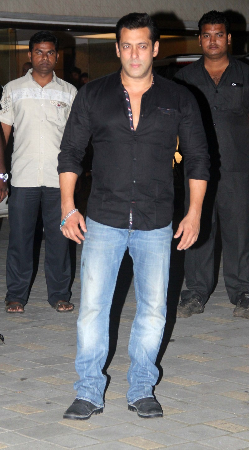 Salman Khan at Arpita Khan's Birthday Celebration,Salman Khan,actor Salman Khan,Arpita Khan Birthday Celebration,Arpita Khan Birthday Celebration pics,Arpita Khan Birthday Celebration images,Arpita Khan Birthday Celebration photos,Salman Khan latest