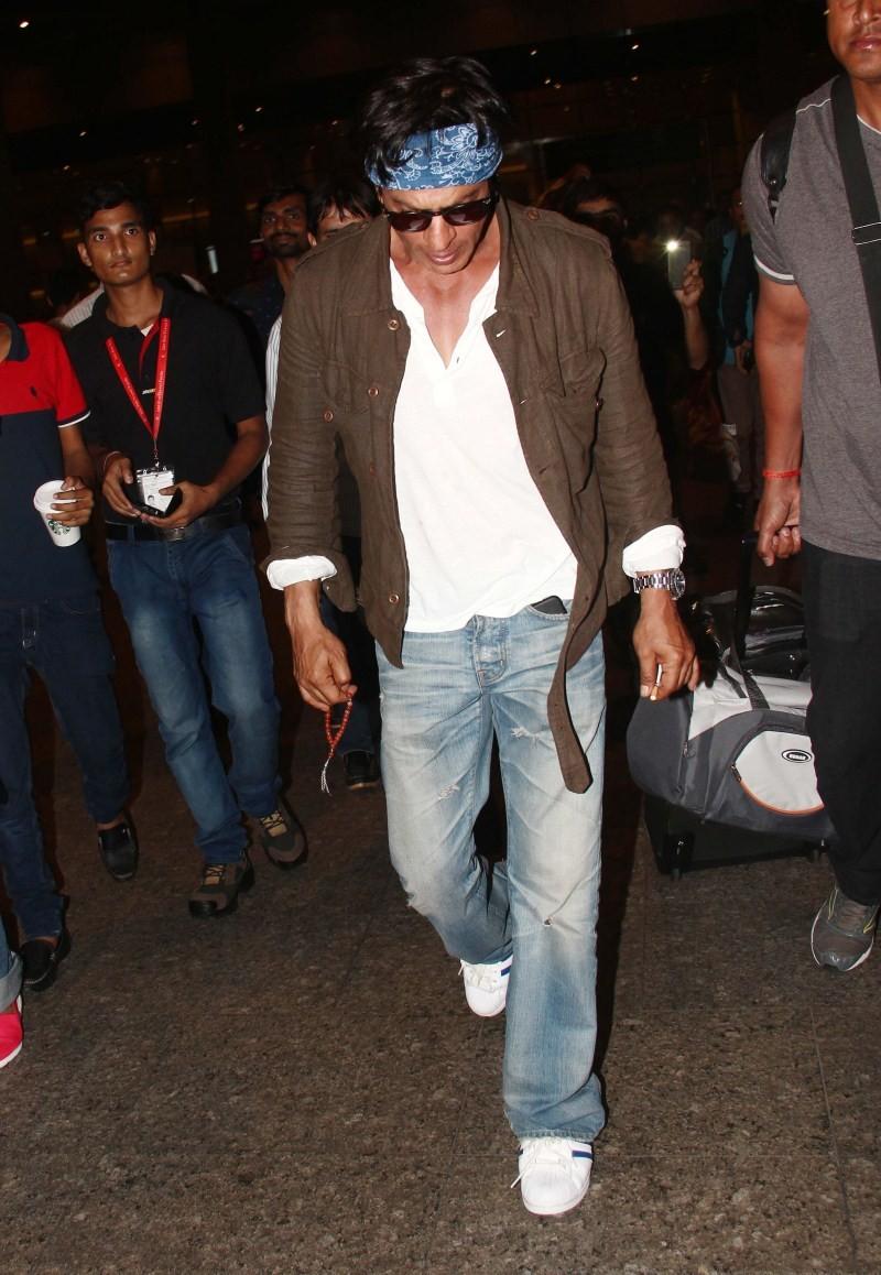 Shah Rukh Khan,Shahrukh Khan's new mantra for Dilwale Success,Shah Rukh Khan Latest Pictures,Shah Rukh Khan Latest pics,Shah Rukh Khan Latest images,Shah Rukh Khan Latest photos,Shah Rukh Khan Chants Mantra for Dilwale Success