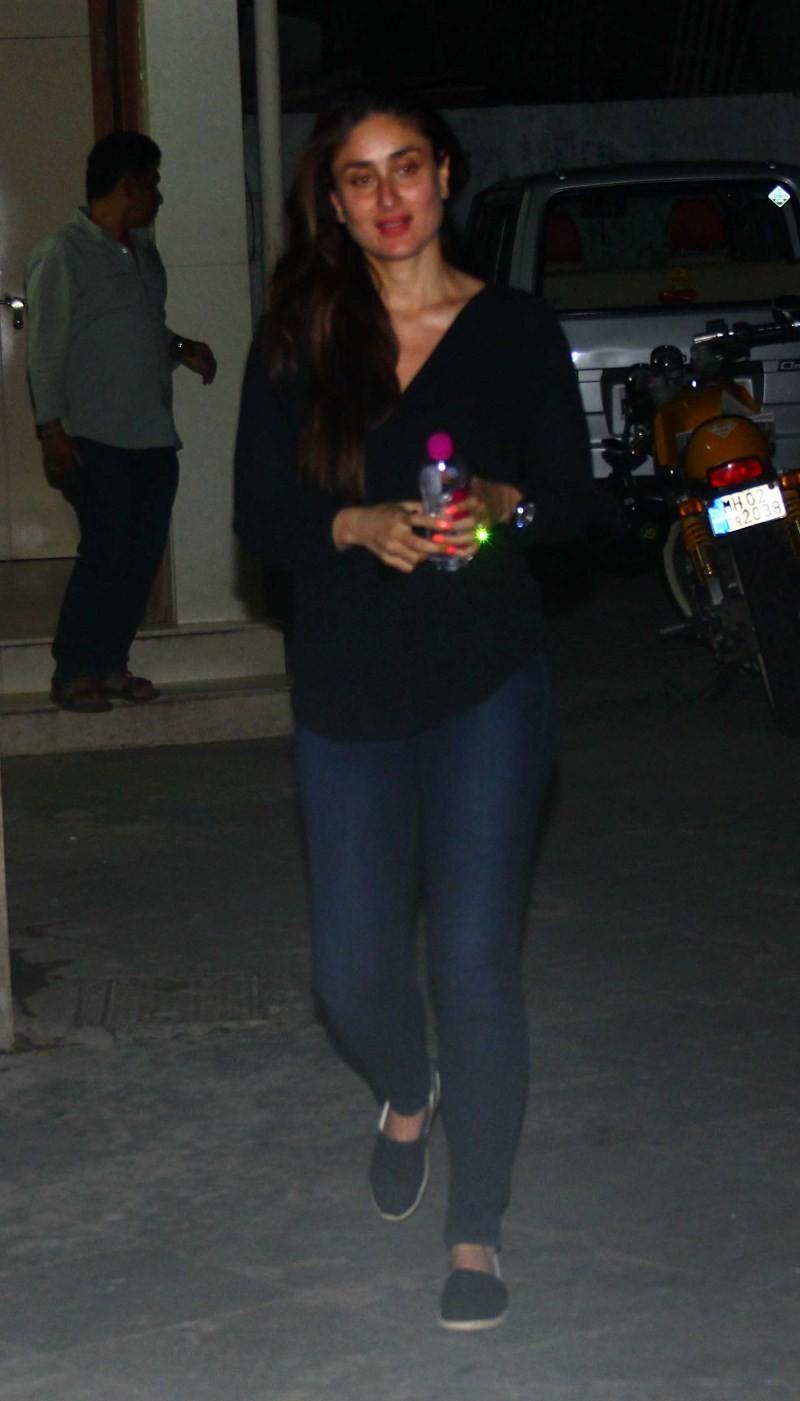 Kareena Kapoor Khan and Arjun Kapoor snapped at B.R Films and Manish Malhotra's office,Kareena Kapoor Khan and Arjun Kapoor snapped at Manish Malhotra's office,Kareena Kapoor Khan and Arjun Kapoor snapped at B.R Films,Kareena Kapoor Khan and Arj