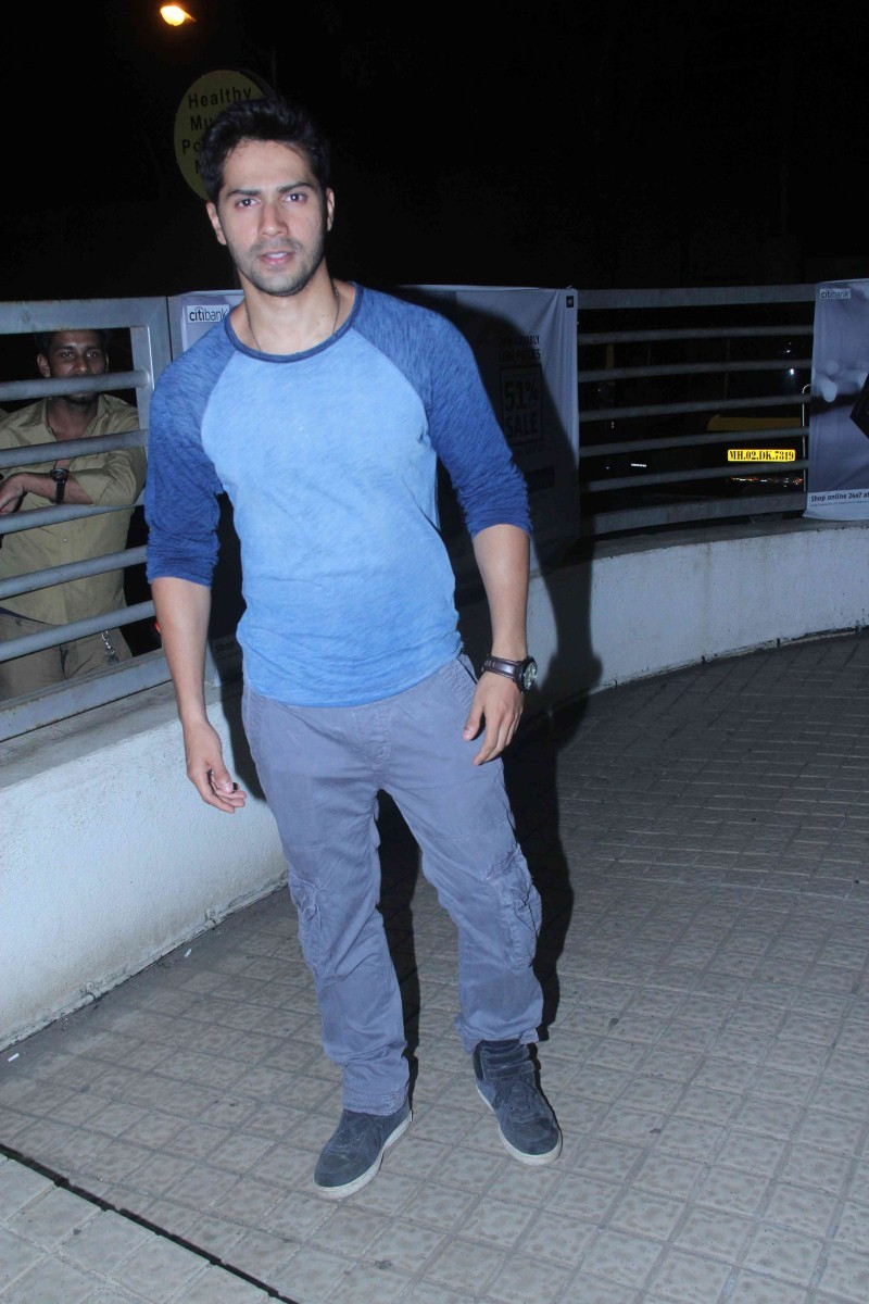 Varun Dhawan,Varun Dhawan snapped at PVR Juhu,Varun Dhawan snapped at PVR,Varun Dhawan latest pics,Varun Dhawan latest images,Varun Dhawan latest photos,Varun Dhawan latest stills,Varun Dhawan latest pictures,Varun Dhawan latest gallery