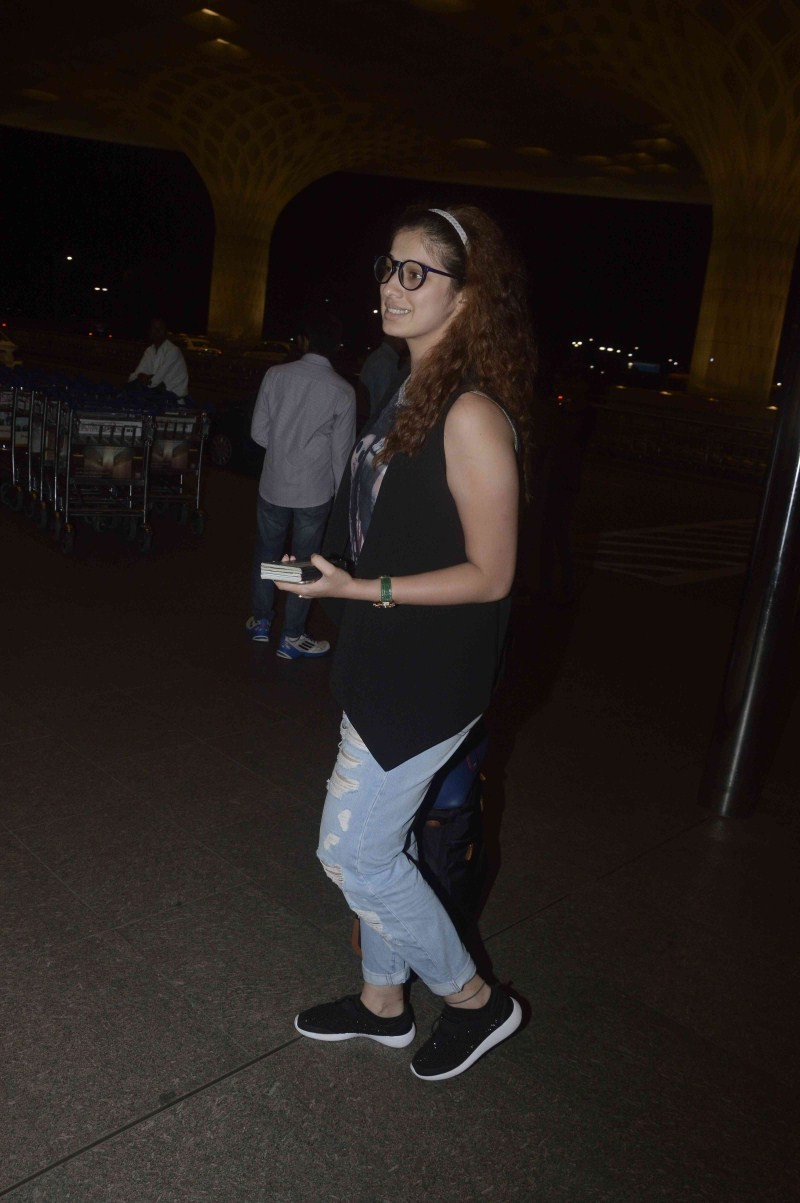 Raai Laxmi,Raai Laxmi snapped at Mumbai Airport,Raai Laxmi at Mumbai Airport,actress Raai Laxmi,Raai Laxmi latest pics,Raai Laxmi latest images,Raai Laxmi latest photos,Raai Laxmi latest stills,Raai Laxmi latest pictures,Raai Laxmi latest gallery