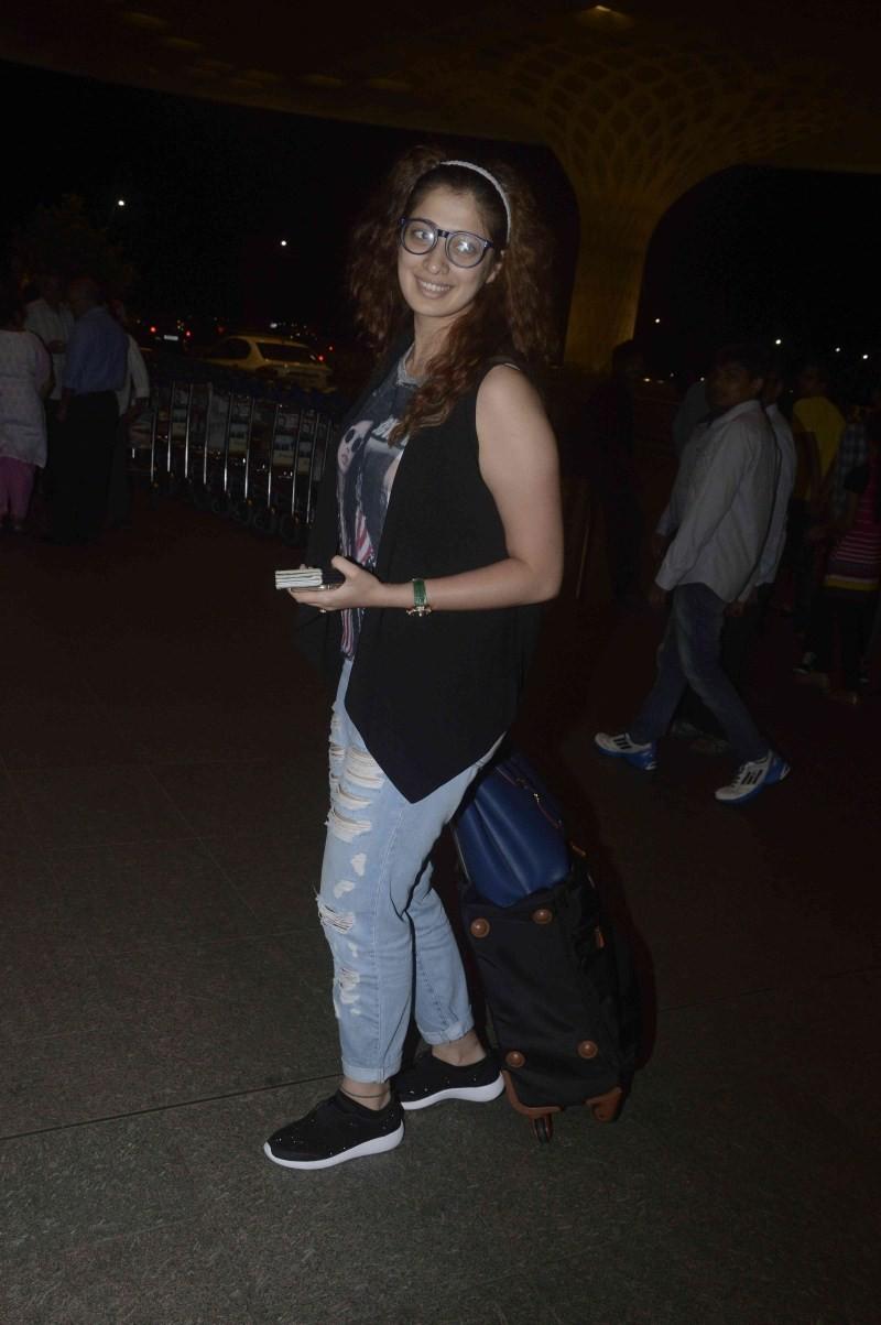 Raai Laxmi,Raai Laxmi snapped at Mumbai Airport,Raai Laxmi at Mumbai Airport,actress Raai Laxmi,Raai Laxmi latest pics,Raai Laxmi latest images,Raai Laxmi latest photos,Raai Laxmi latest stills,Raai Laxmi latest pictures,Raai Laxmi latest gallery