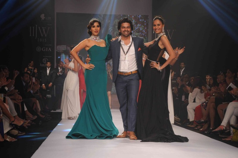 Sophie Choudry,Sophie Choudry at IIJW 2015,actress Sophie Choudry,Sophie Choudry walks at IIJW 2015,IIJW 2015,Sophie Choudry latest pics,Sophie Choudry latest images,Sophie Choudry latest photos,Sophie Choudry latest stills,Sophie Choudry latest pictures