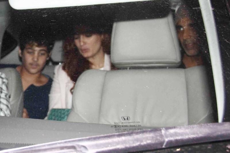 Akshay Kumar,Akshay Kumar,Twinkle and Son Spotted at Juhu PVR,Twinkle,actor Akshay Kumar,Twinkle and Son
