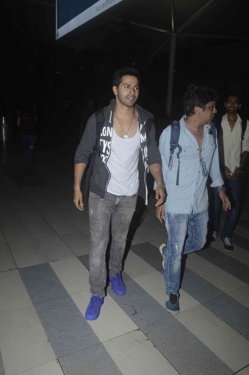 Kabir Khan,Varun Dhawan,Kabir Khan and Varun Dhawan Spotted at Mumbai Airport,Kabir Khan Spotted at Mumbai Airport,Varun Dhawan Spotted at Mumbai Airport,actor Varun Dhawan,Varun Dhawan latest pics,Varun Dhawan latest pictures,Varun Dhawan latest photos,V