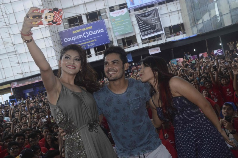 Urvashi Rautella,Umang Festival,Urvashi Rautella at Umang Festival,Urvashi Rautella latest pics,Urvashi Rautella latest images,Urvashi Rautella latest photos,Urvashi Rautella latest pictures,Urvashi Rautella latest stills,Umang Festival 2015,Umang Festiva