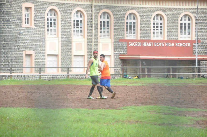 Ranbir Kapoor,Dino Morea,Ranbir Kapoor Playing Football,Dino Morea Playing Football,Ranbir Kapoor latest pics,Ranbir Kapoor latest images,Ranbir Kapoor latest photos,Ranbir Kapoor latest stills,Ranbir Kapoor latest pictures