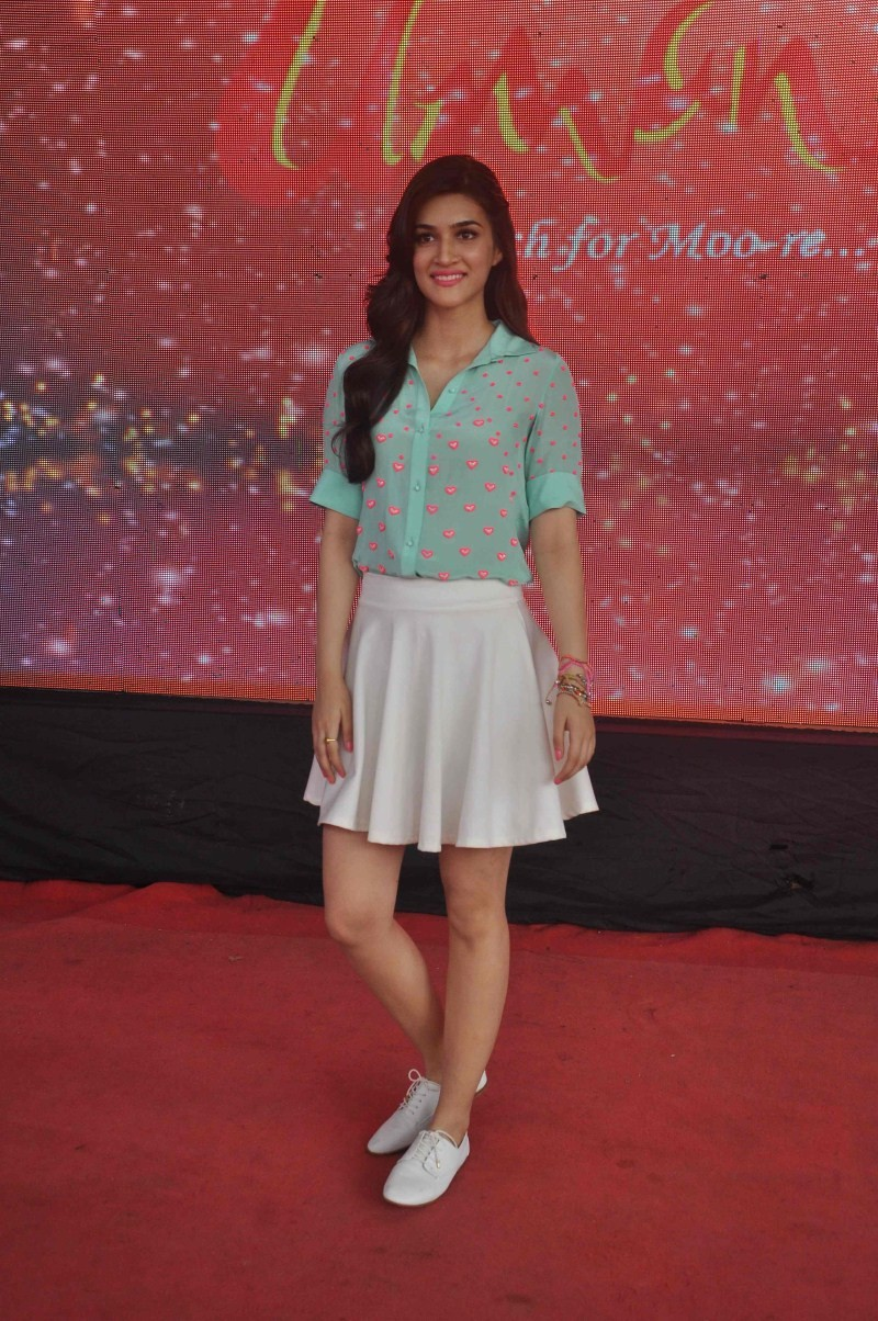 Kriti Sanon,actress Kriti Sanon,Umang Festival,Kriti Sanon at Umang Festival,actress Kriti Sanon at Umang Festival,Kriti Sanon latest pics,Kriti Sanon latest images,Kriti Sanon latest photos,Kriti Sanon latest pictures,Kriti Sanon latest stills,Kriti Sano