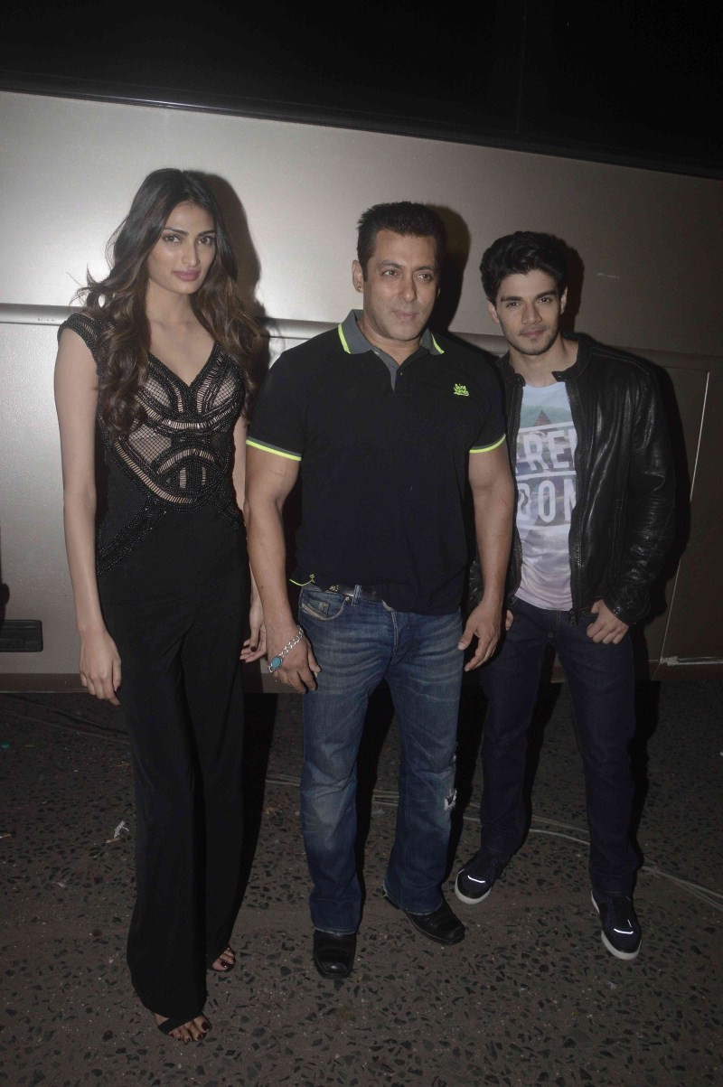 Salman Khan,Sooraj Pancholi,Athiya Shetty,Hero movie promotion,Hero promotion,Salman Khan promotes Hero Movie,Jhalak Reloaded,Hero on the sets of Jhalak Reloaded