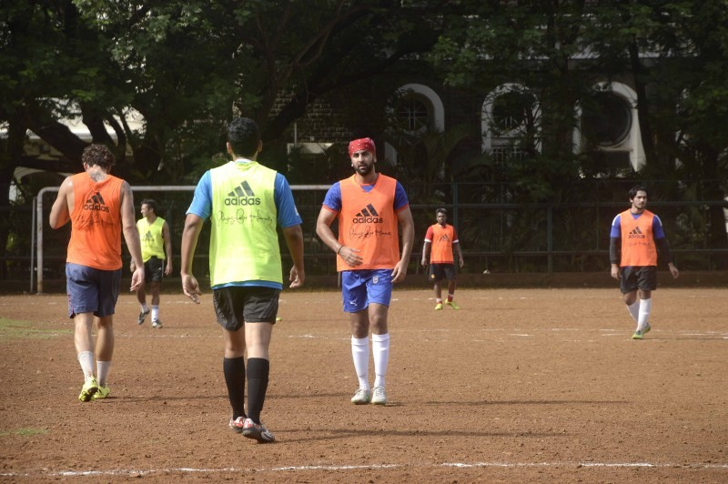 Ranbir Kapoor,Ranbir Kapoor playing football,Ranbir Kapoor snapped at the Football Practice,Ranbir Kapoor latest pics,Ranbir Kapoor latest images,Ranbir Kapoor latest photos,Ranbir Kapoor latest stills,Ranbir Kapoor latest pictures