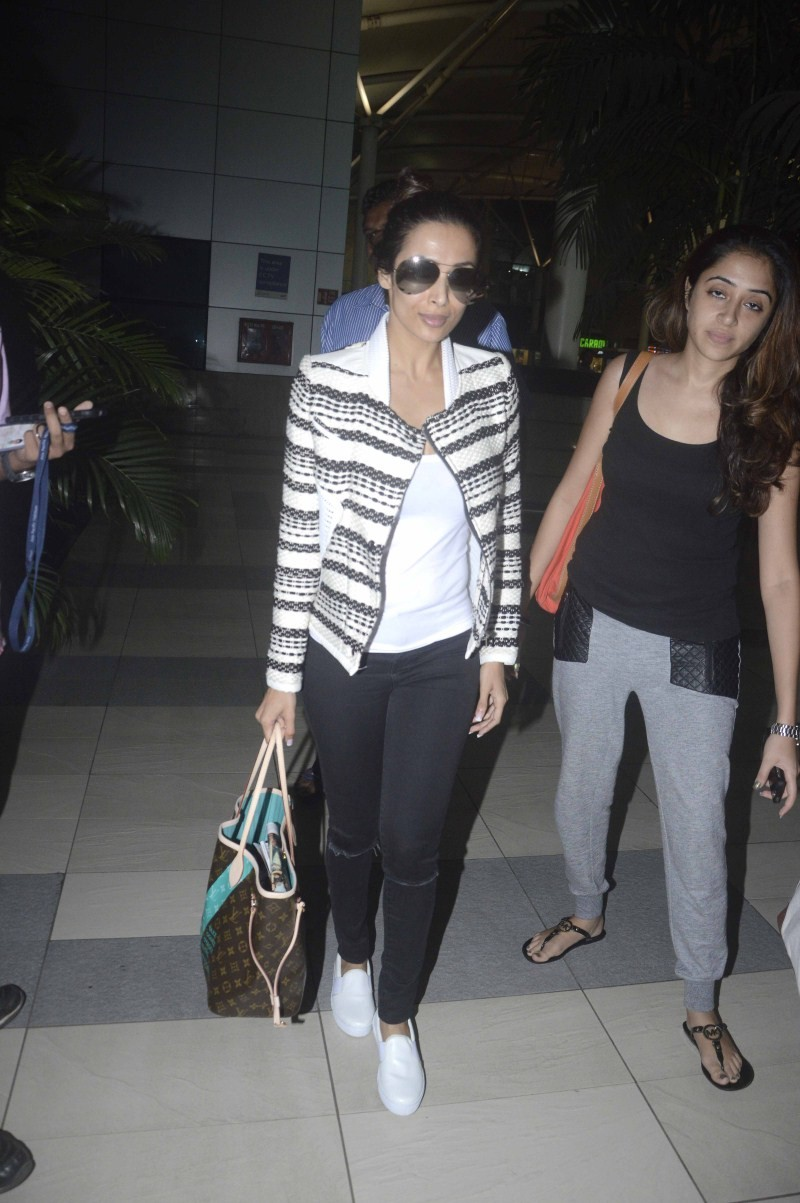 Malaika Arora Khan,actress Malaika Arora Khan,Malaika Arora Khan snapped at Airport,Malaika Arora Khan snapped at International Airport,Malaika Arora Khan latest pics,Malaika Arora Khan latest images,Malaika Arora Khan latest photos,Malaika Arora Khan lat