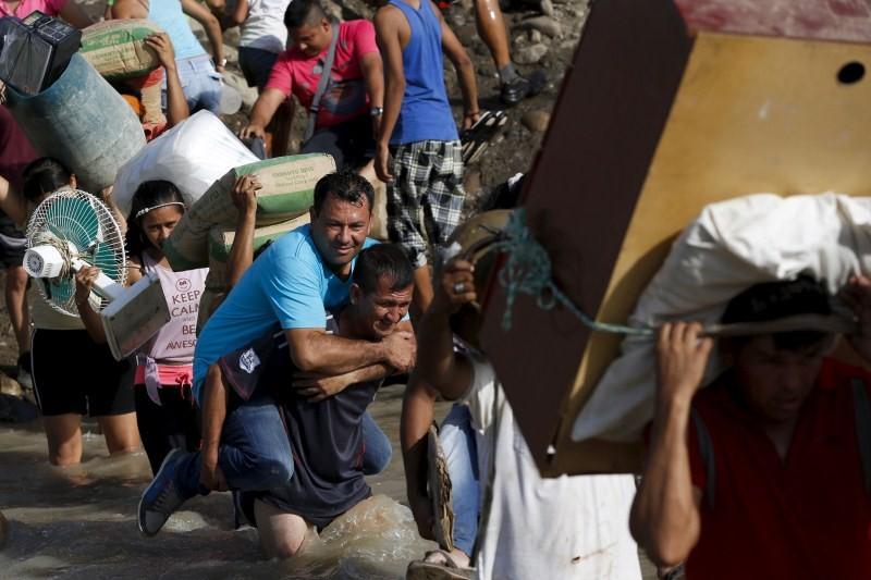Venezuela and Colombia Border Crisis,Venezuela,Colombia,Venezuela Border Crisis,Colombia Border Crisis,Border Crisis,Tachira river border,Tachira river