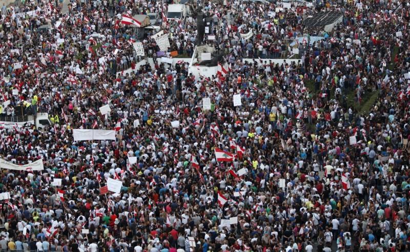 Lebanon protests in Beirut,Lebanon,anti-government protests in Beirut,protests in Beirut,Beirut,Lebanese,protests,Lebanese national flags,Lebanese Pop star Myriam Klink,Pop star Myriam Klink,Myriam Klink