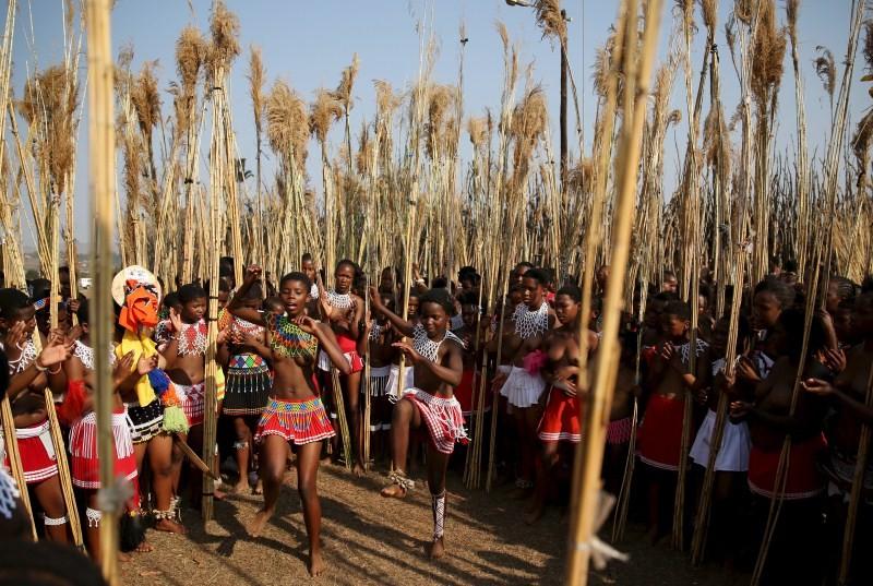 Reed Dance Festival,Reed Dance Festival in Swaziland,Swaziland Reed Dance festival,mourn dead girls,dancing virgin festival,virgin festival