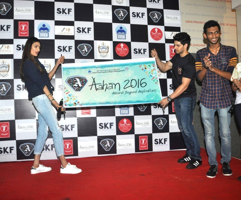 Sooraj Pancholi,Athiya Shetty,Hero,Hero movie promotion,Hero movie promotion at Mithibai College,Mithibai College,Sooraj Pancholi and Athiya Shetty