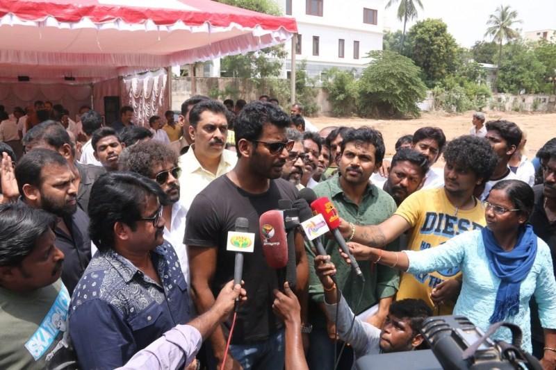 Vishal,Karthi,Vishal and Karthi at Nadigar Sangam Press Meet,Nadigar Sangam Press Meet,Nadigar Sangam,Vishal and Karthi,vishal krishna,Nadigar Sangam Press Meet pics,Nadigar Sangam Press Meet images,Nadigar Sangam Press Meet photos,Nadigar Sangam Press Me