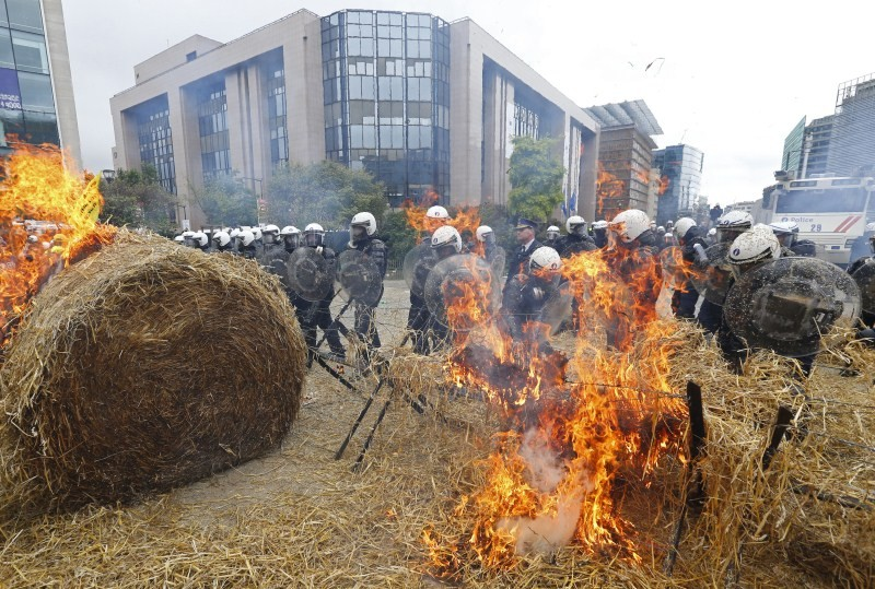EU Farmers,EU Farmers protest,Farmers protest against Price Slump,Price Slump,Farmers protest,milk prices,protest