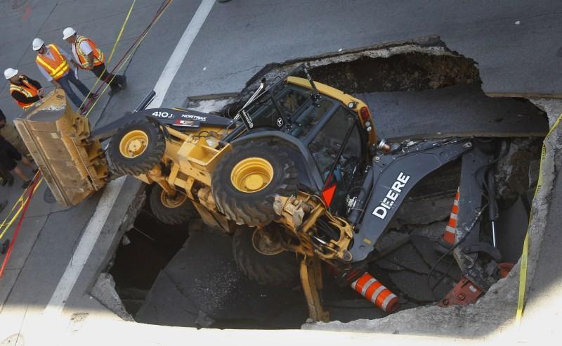 Sinkholes,Giant Sinkholes,deadly Sinkholes,Sinkholes Around the World,biggest Sinkholes