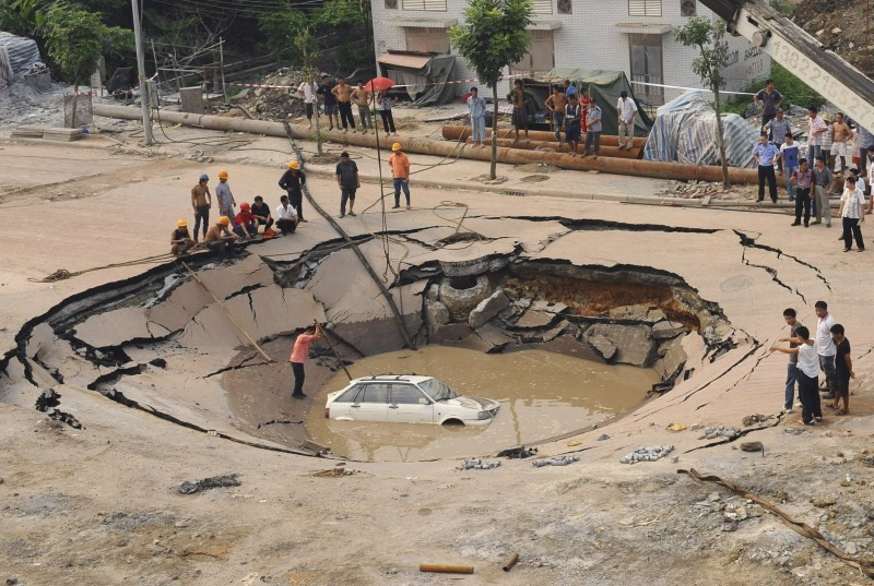 Sinkholes,Giant Sinkholes,deadly Sinkholes,Sinkholes Around the World,biggest Sinkholes