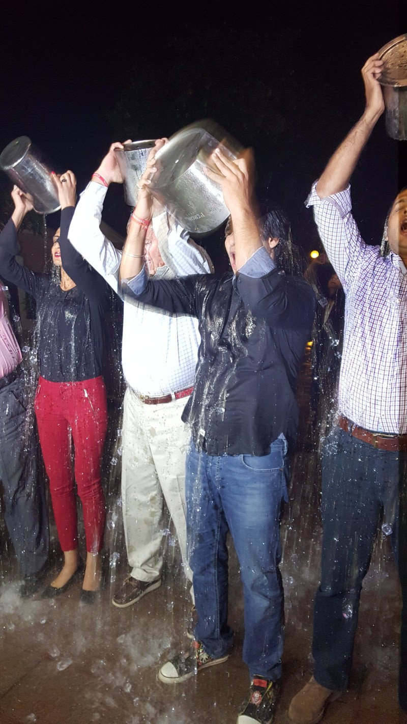 Vivek Oberoi,ALS Ice Bucket Challenge,Ice Bucket Challenge,Vivek Oberoi takes up the ALS Ice Bucket Challenge,suburban five star hotel,Ice Bucket,actor Vivek Oberoi,Vivek Oberoi latest pics,Vivek Oberoi latest images,Vivek Oberoi latest photos,Vivek Obero