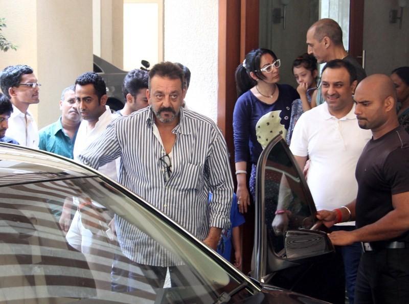 Sanjay Dutt,Sanjay Dutt Leaves for Jail,sanjay dutt jail,sanjay dutt jail term,actor Sanjay Dutt