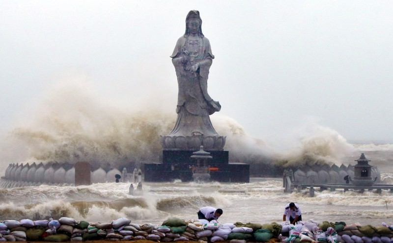 Chaos as typhoon Dujuan strikes mainland China,Dujuan strikes mainland China,typhoon Dujuan,Chaos as typhoon Dujuan,Zhejiang,Typhoon Dujuan hit