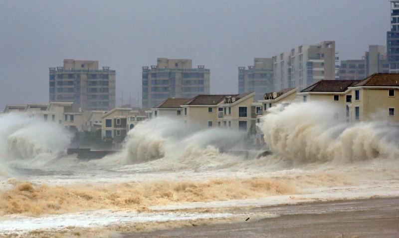 Chaos as typhoon Dujuan strikes mainland China,Dujuan strikes mainland China,typhoon Dujuan,Chaos as typhoon Dujuan,Zhejiang,Typhoon Dujuan hit