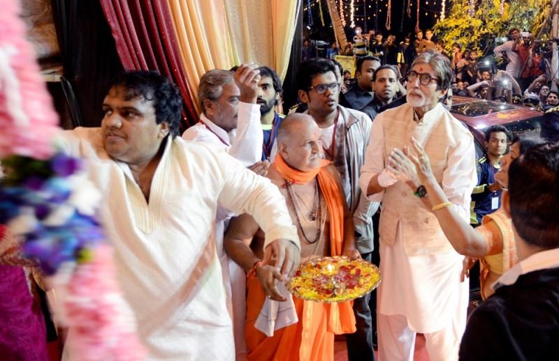 Amitabh Bachchan,actor Amitabh Bachchan,Amitabh Bachchan visits Mankeshwar Mandal's Lord Ganpati Pandal at Byculla,Mankeshwar Mandal's Lord Ganpati Pandal at Byculla,Lord Ganpati Pandal at Byculla,Lord Ganpati Pandal