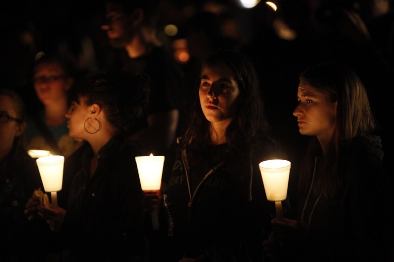 Oregon school shooting,Oregon shooting,school shooting,Candlelight prayer at Roseburg's Stewart Park,Candlelight prayer,Roseburg's Stewart Park,Umpqua Community College,Umpqua College