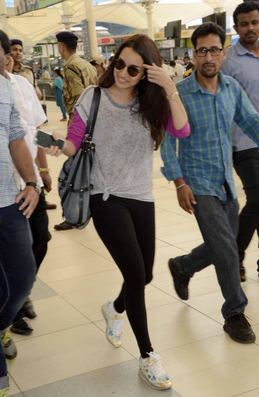 Shraddha Kapoor,actress Shraddha Kapoor,bollywood actress Shraddha Kapoor,Shraddha Kapoor Spotted at Domestic Airport,Shraddha Kapoor at Domestic Airport