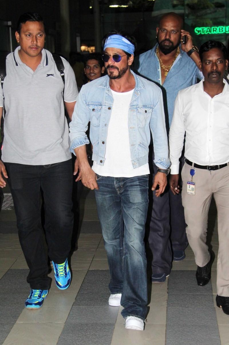 Shah Rukh Khan,Shahrukh Khan,SRK,Dilwale,Gauri Khan,Gauri Khan birthday,Gauri Khan birthday celebration,Shah Rukh Khan at Gauri Khan birthday,Shah Rukh Khan at Gauri Khan birthday celebration