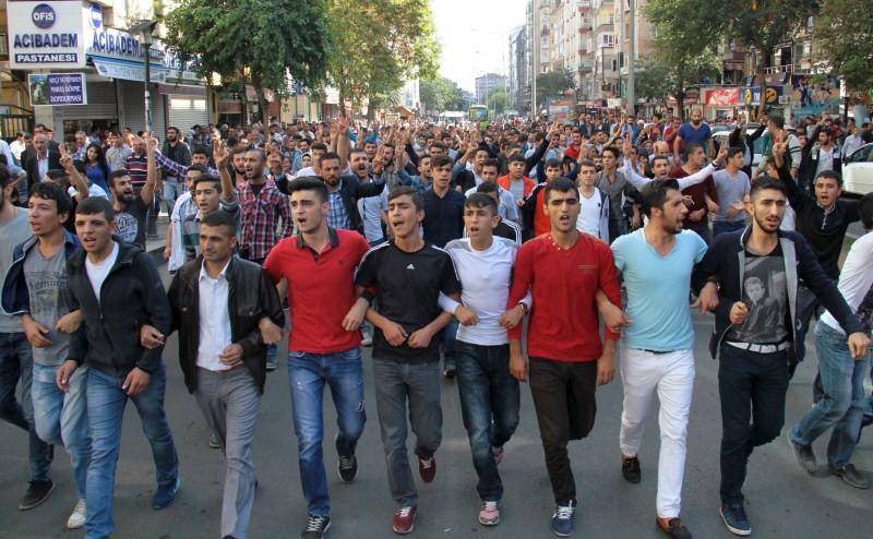 Turkish blast,Deadly Blasts hit Turkish,Ankara explosions,Ankara blast,Turkish Capital Ankara,Deadly blasts in Turkey,pro-Kurdish and leftist activists,suicide bombers